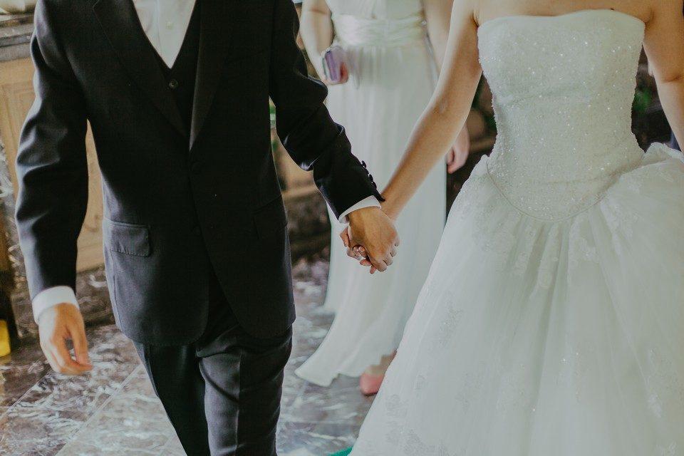 esküvői öltöny és ruha